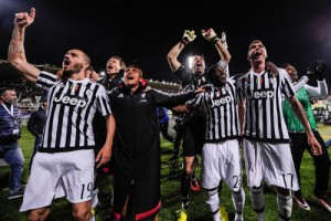Juventus players celebrating 5 Serie A titles in a row